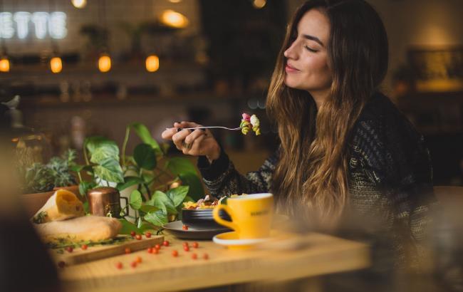 """""""Ешь, пей, худей"""": 10 советов по питанию от звездного диетолога"""
