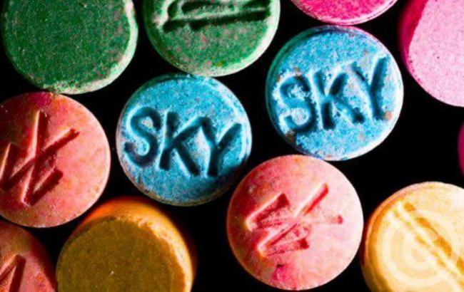 Художник создал скульптуру из наркотиков