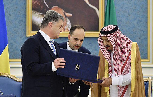Порошенко вручил королю Саудовской Аравии орден
