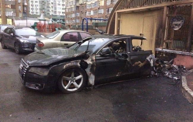 Автомобиль водителя экс-министра инфраструктуры сгорел вКиеве