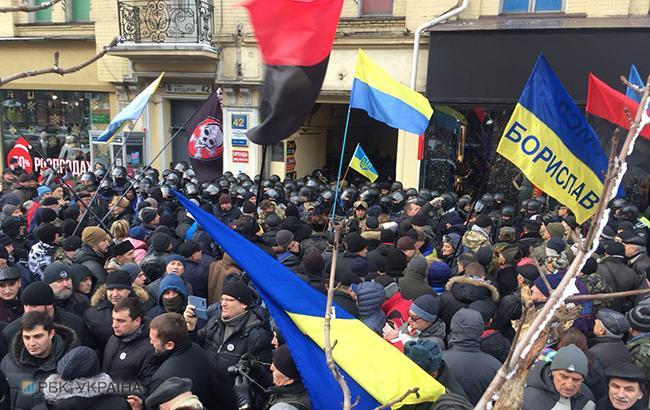 Фото: ситуация возле суда (РБК-Украина)