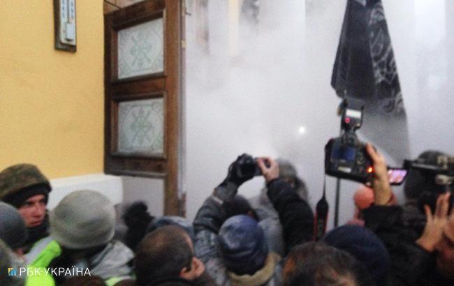 Фото: столкновения под Октябрьским дворцом (Олег Грищак, РБК-Украина)