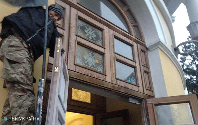 Фото: прорыв в Октябрьский дворец (РБК-Украина)