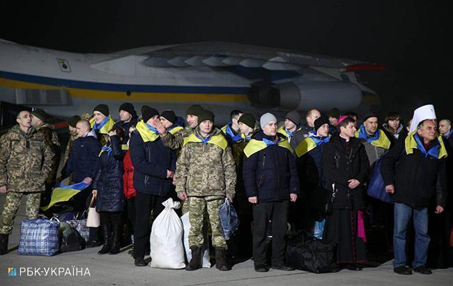 Фото: Освобожденные из плена военные (РБК-Украина)