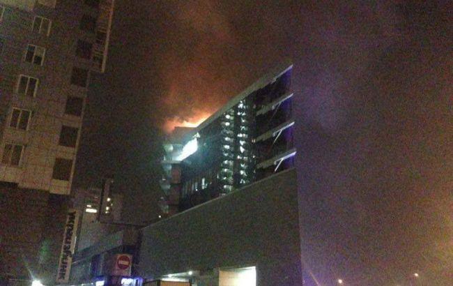 У Києві горить торговий центр