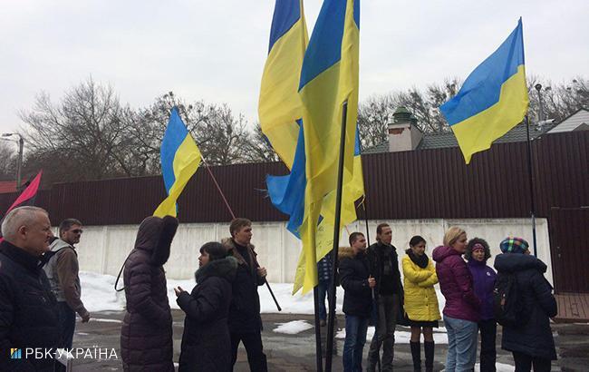 Фото: активисты возле дома Авакова (РБК-Украина)