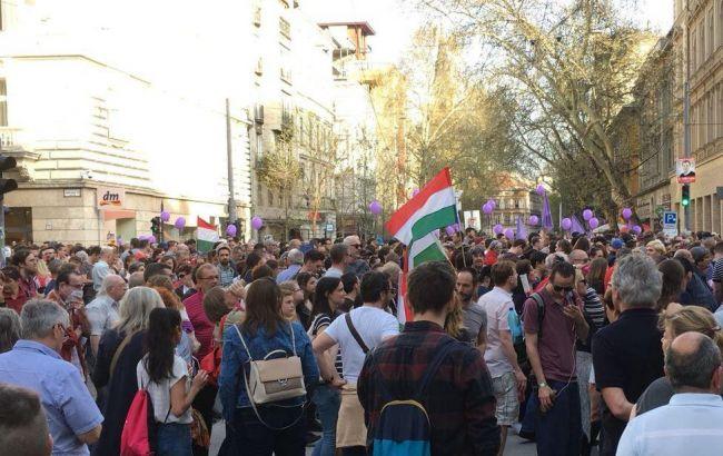 ВБудапеште несколько тыс. человек устроили шествие против Орбана