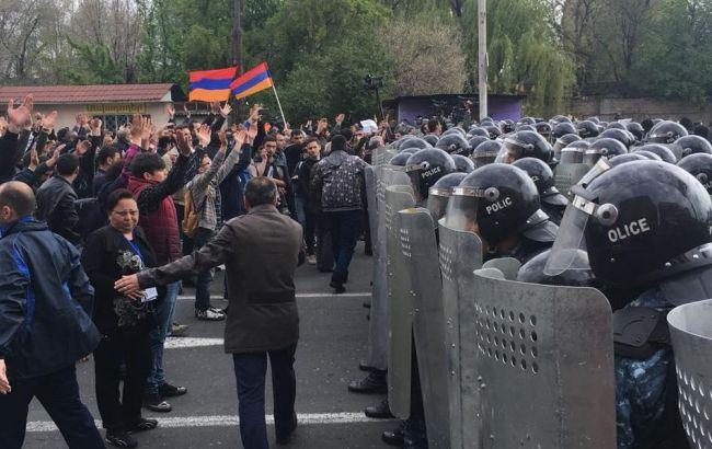 Евросоюз призвал власти Армении наладить диалог с оппозицией