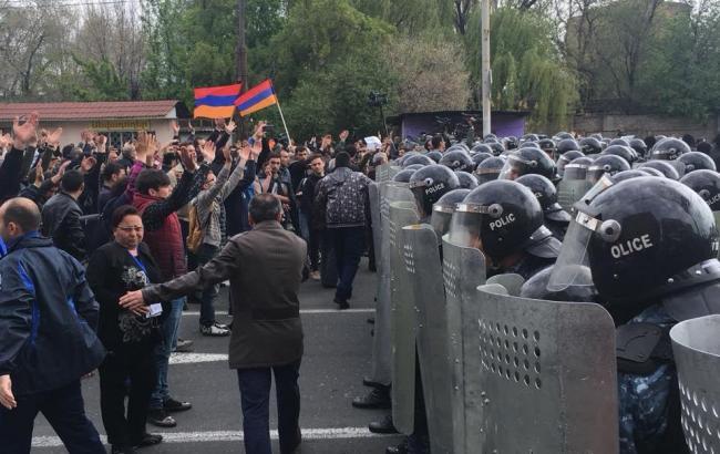Протесты в Ереване: полиция стягивает дополнительные силы на площадь Республики