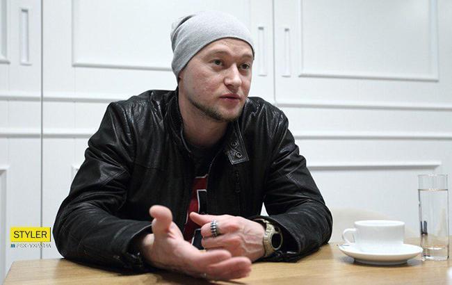 """""""Расскажите правду"""": лидер группы """"Бумбокс"""" поддержал Сенцова со сцены Atlas Weekend (видео)"""