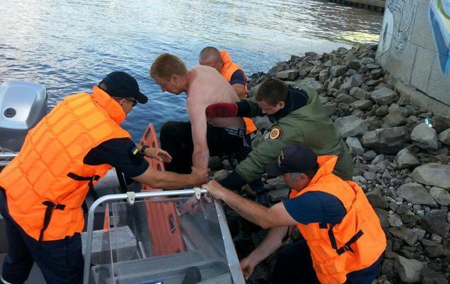 Фото: спасение мужчин (пресс-служба ГСЧС)