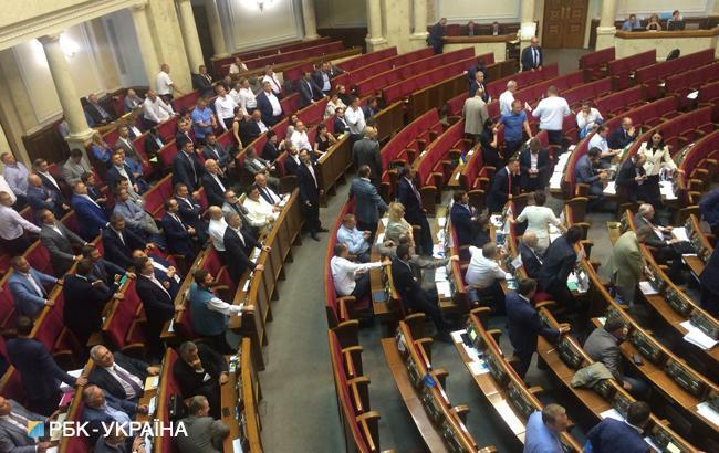 """Нардепы за основу поддержали закон о воинском приветствии """"Слава Украине"""""""