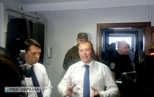 Дело Януковича: в суде произошла стычка между адвокатом и полицией