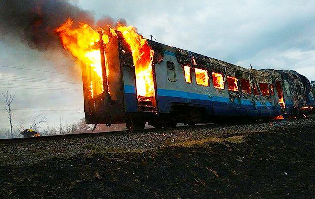 На Волыни прямо на ходу загорелась электричка (фото)