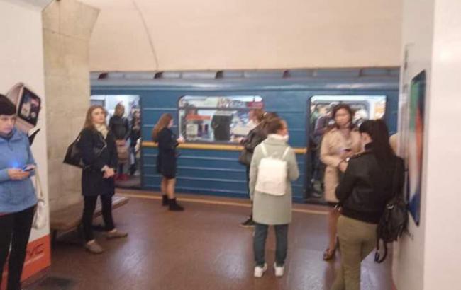 На синій гілці метро в Києві стався збій