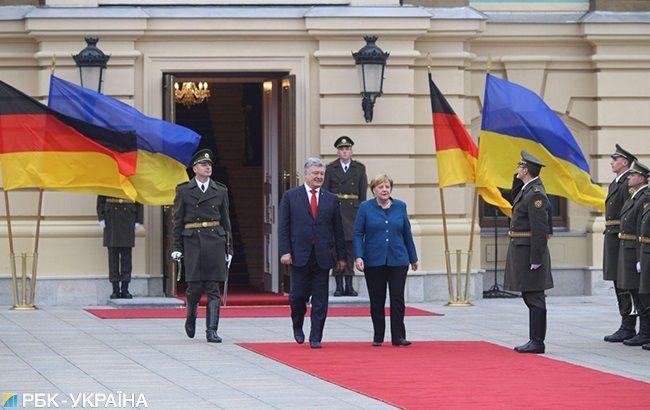 Тема припинення агресії РФ була провідною в переговорах з Меркель, - Порошенко