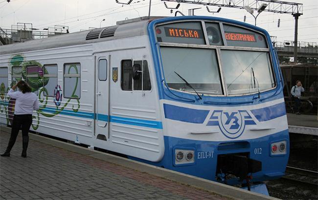 У Києві викрили вандалів, які закидали камінням людей у електричці