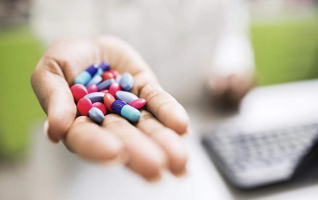 """""""Не займайтеся самолікуванням"""": у МОЗ нагадали про правильний прийом антибіотиків"""