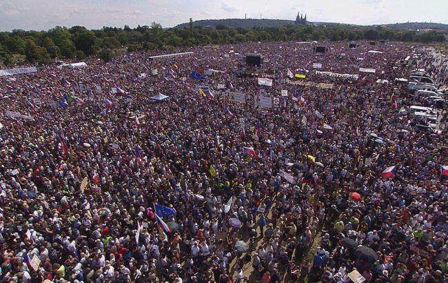 В Праге прошла крупнейшая антиправительственная акция за десятки лет