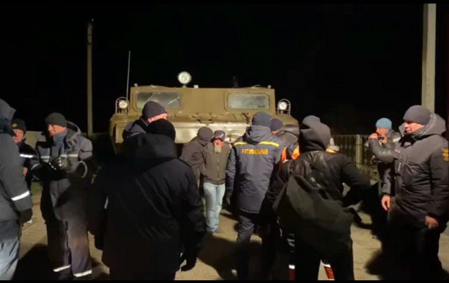 Через шторм в Азовському морі з острова Бірючий евакуювали 11 людей