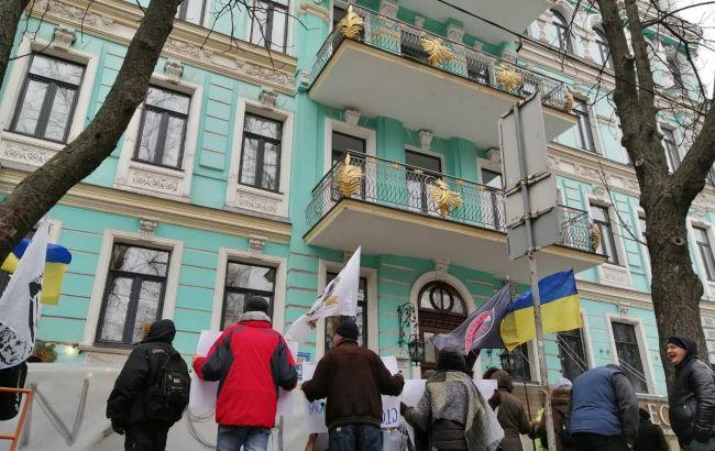 Под офисом нардепа Абрамовича митинг из-за метро на Виноградарь