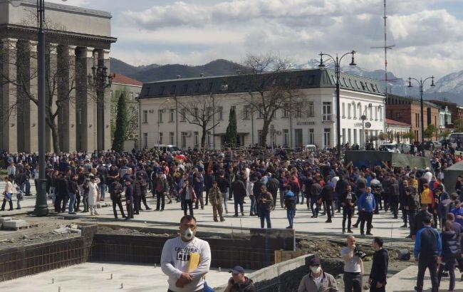 В России протестуют из-за карантина: демонстрантов разгоняет спецназ