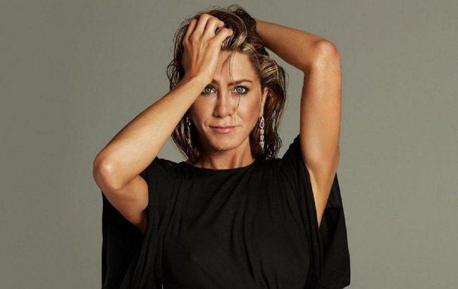 Без макияжа и фильтров: 51-летняя Дженнифер Энистон восхитила молодостью на фото из реальной жизни