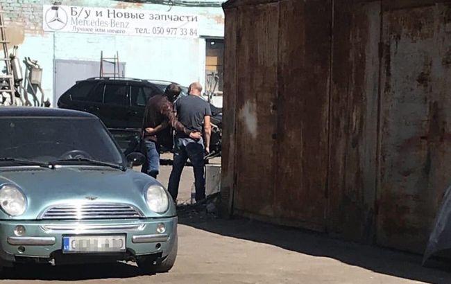 Ситуация в Полтаве: мужчине дали автомобиль, в заложниках - полковник полиции