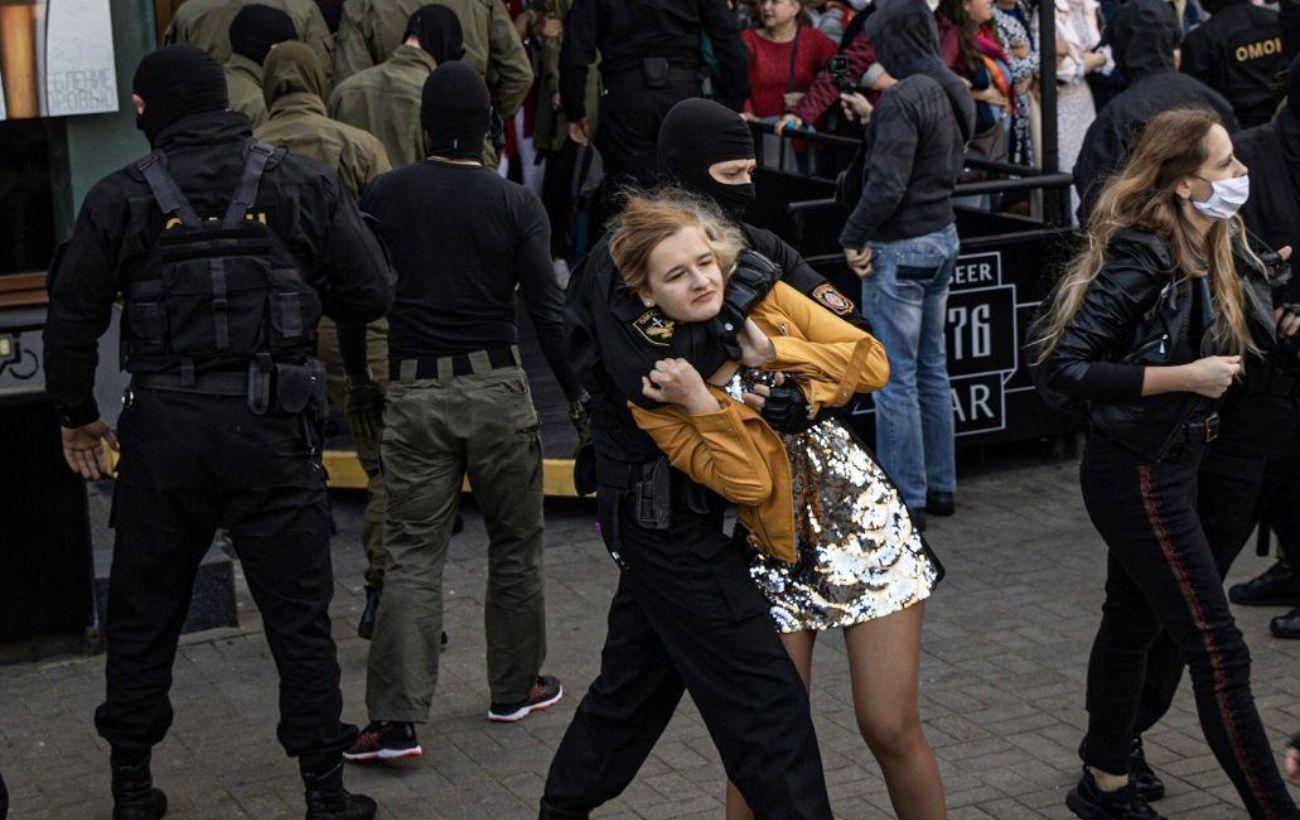 На акции протеста в Минске задержали более 300 человек, - правозащитники