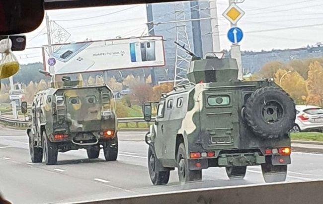 До Мінська стягують бронетехніку з кулеметами перед акцією протесту