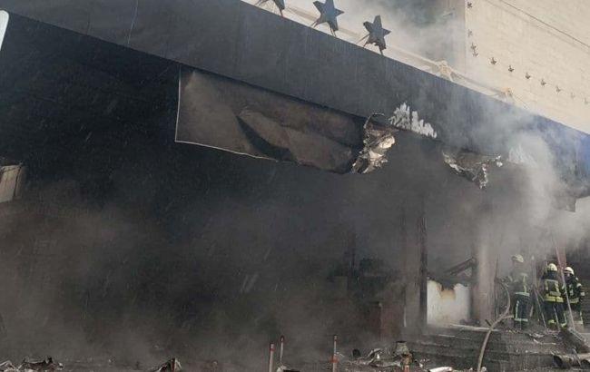 """В центре Киева горел отель """"Экспресс"""", движение транспорта затруднено"""