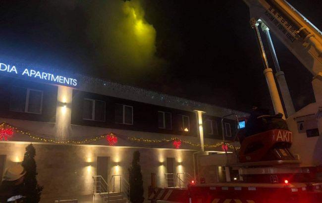 В Одессе горит отель, есть погибший