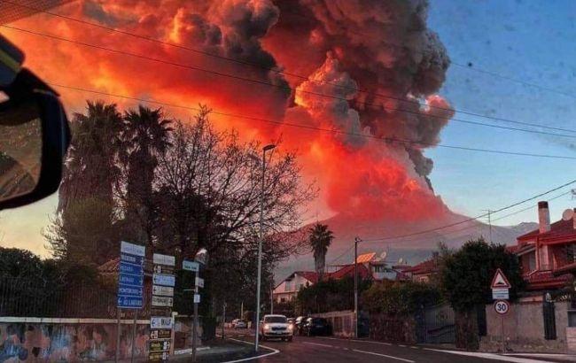 Хмара з лави і попелу: в Італії знову прокинувся вулкан Етна