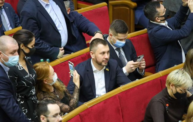 Стрихарский: закон о госслужбе обеспечит стабильную работу органов власти и защитит госслужащих