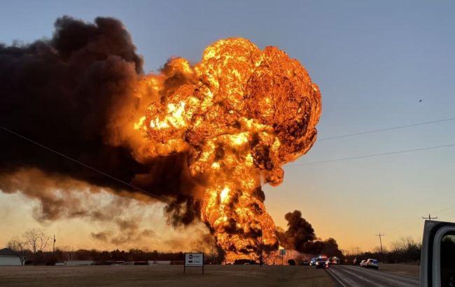 В Техасе прогремел мощный взрыв. Поезд с нефтепродуктами столкнулся с грузовиком