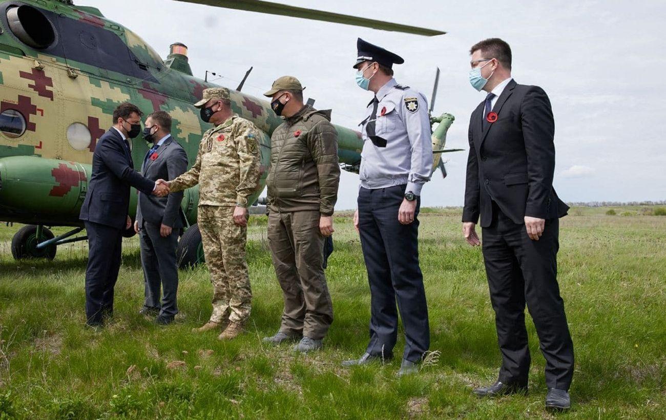 Зеленский вместе с послами G7 прибыл на Донбасс