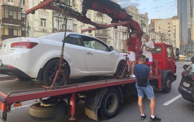 """Відомий блогер влаштував """"цирк"""" у центрі Києва через порушення ПДР (відео)"""