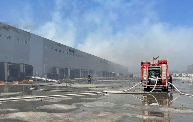 Масштабну пожежу на складі під Одесою загасили, обійшлося без постраждалих