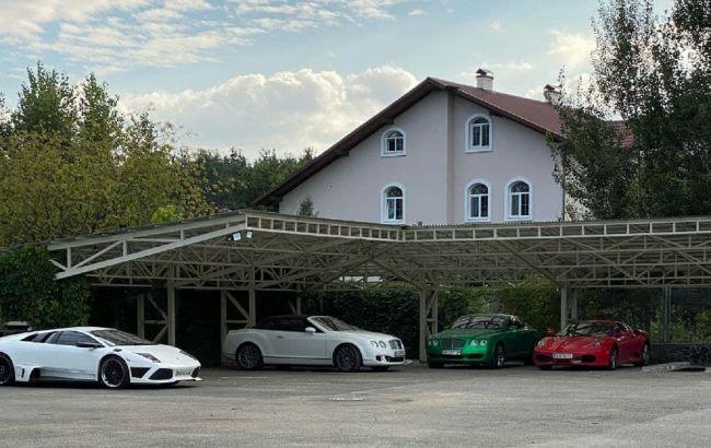 Как в Монако: под Киевом нашли парковку с элитными авто (фото и видео)