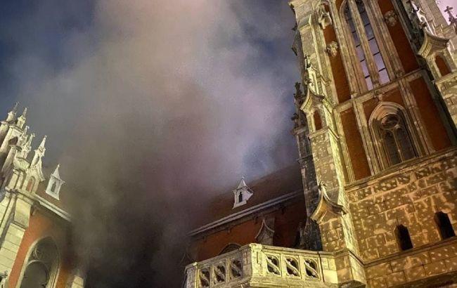 В киевском костеле Святого Николая - масштабный пожар: подробности и видео ЧП