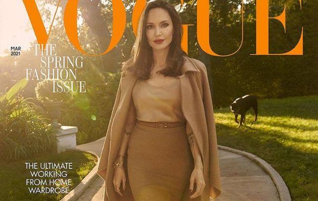 Досконала: 45-річна Анджеліна Джолі блиснула ідеальною фігурою на обкладинці глянцю
