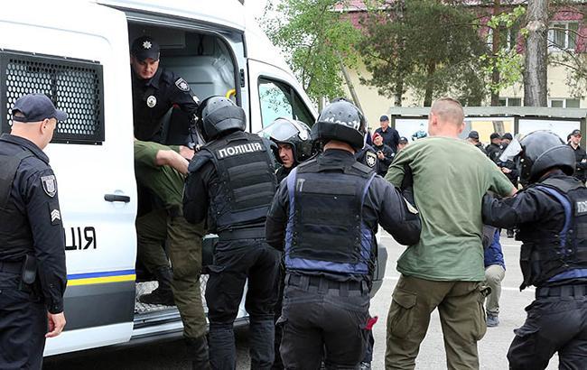 """""""Альтернатива"""" в обхід закону: як співробітники поліції """"погоріли"""" на хабарі в 25 тис. грн"""