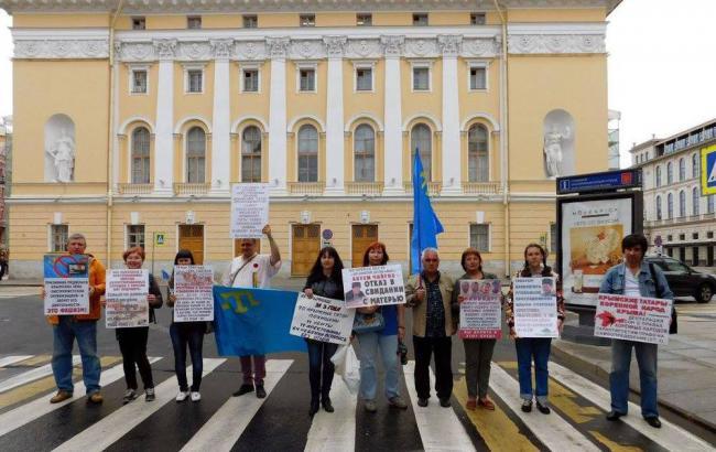 Фото: Акція на підтримку кримський татар в Санкт-Петербурзі (facebook.com/СТРАТЕГИЯ-18. ПЕТЕРБУРГ НА ПІДТРИМКУ КРИМСЬКИХ ТАТАР)