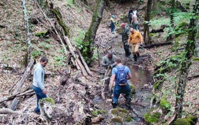 Пытаются наполнить водохранилища. Оккупанты в Крыму взялись расчищать русла рек