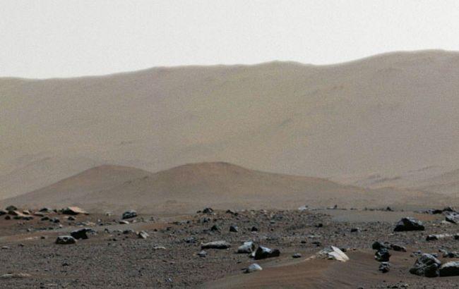 """Давнє озеро та """"тюлень"""". Марсохід Perseverance передав нові фото з Червоної планети"""