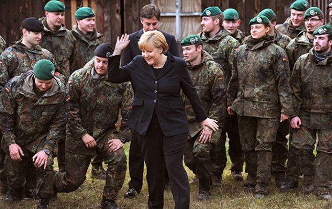 Фото: Ангела Меркель і німецькі солдати