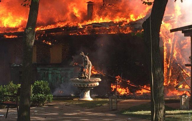 В Одесі у парку горить кафе