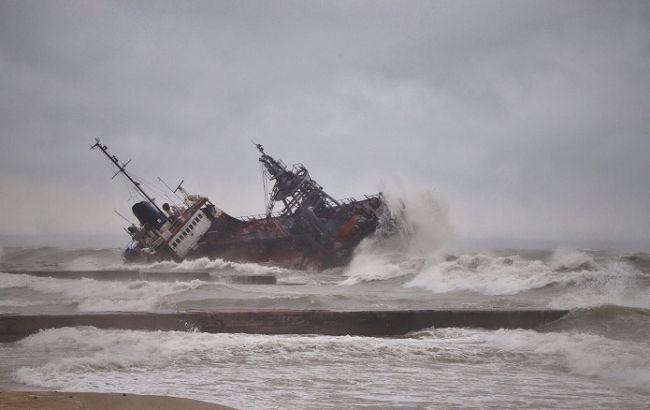 Началась спасательная операция аварийного танкера в Одессе