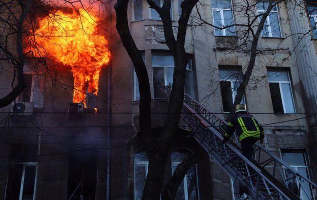 В Одессе горит колледж, пострадали 10 человек
