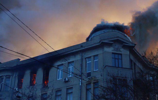 На месте пожара в Одессе продолжают разыскивать четырех человек